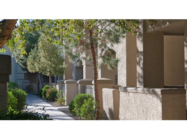 Sierra Canyon | Apartments for Rent in Glendale, AZ | Apartment Courtyard