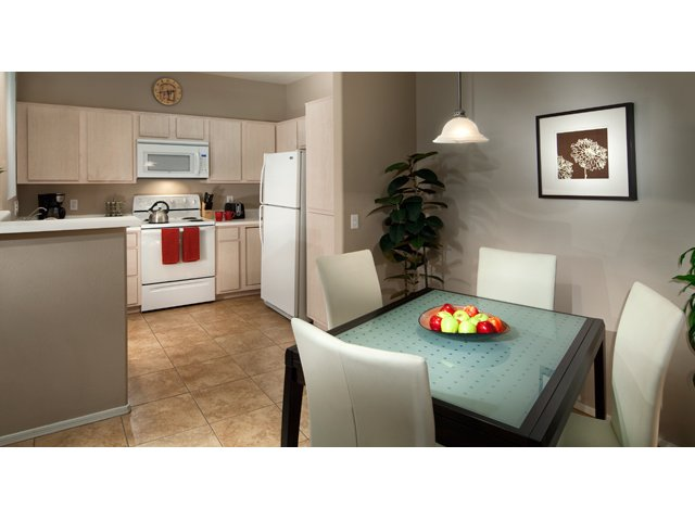 Sierra Canyon | Apartments for Rent in Glendale, AZ | Dining Room and Kitchen