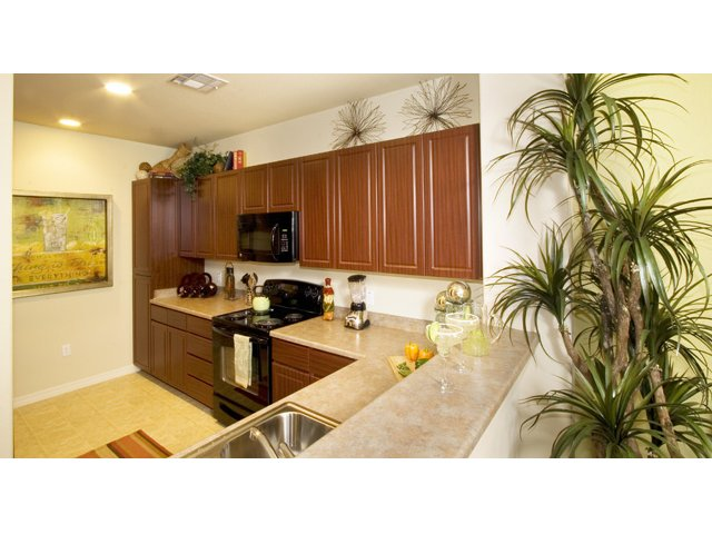 Waterford at Peoria Apartments for Rent in Peoria, AZ | Braewood Kitchen