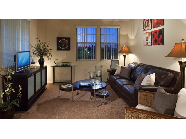 Waterford at Peoria Apartments for Rent in Peoria, AZ | Falcon Living Room