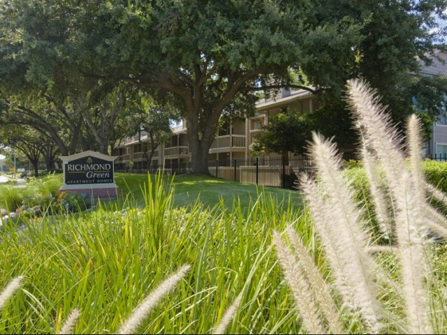 Richmond Green | Apartments for Rent in Houston, TX | Entrance and Landscaping
