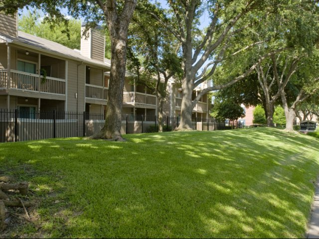Richmond Green | Apartments for Rent in Houston, TX | Lush Views of Courtyard
