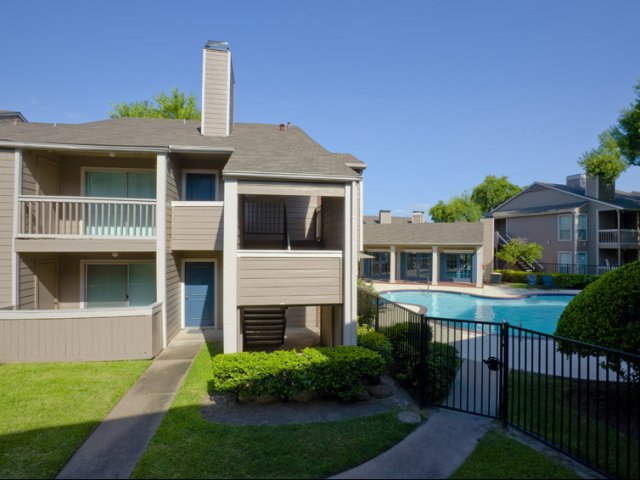 Richmond Green | Apartment Rentals in Houston, TX | Community Pool