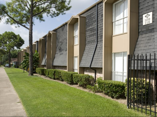 Pineforest Park | Apartments for Rent in Houston, TX | Building Exterior