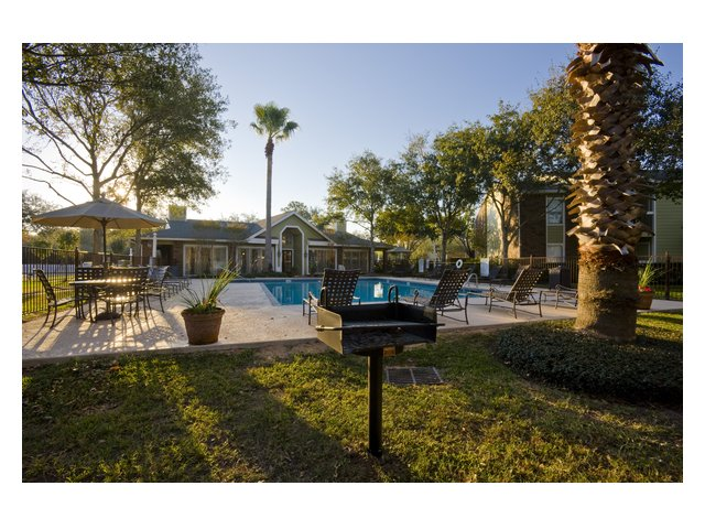 Bar Harbor | Apartments for Rent Seabrook, TX | Swimming Pool and Grill