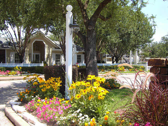 Bar Harbor | Apartments in Seabrook, TX | Professional landscaping