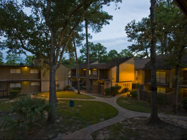 Trailwood Village Apartments for Rent in Kingwood, TX | Outside Walkways