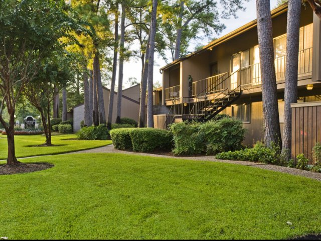 Trailwood Village Apartments for Rent in Kingwood, TX | Patios and Balconies