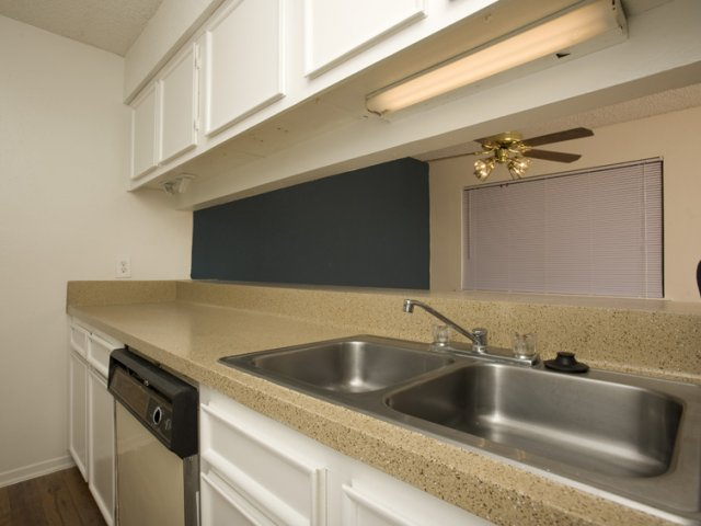Trailwood Village Apartments for Rent in Kingwood, TX | Kitchen Counters