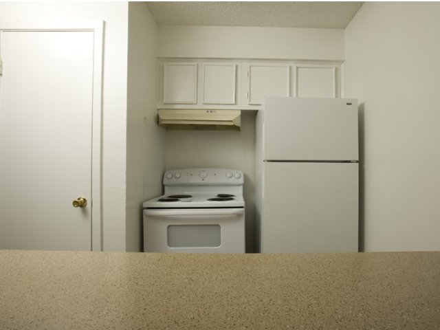 Trailwood Village Apartments for Rent in Kingwood, TX | Oven and Refrigerator