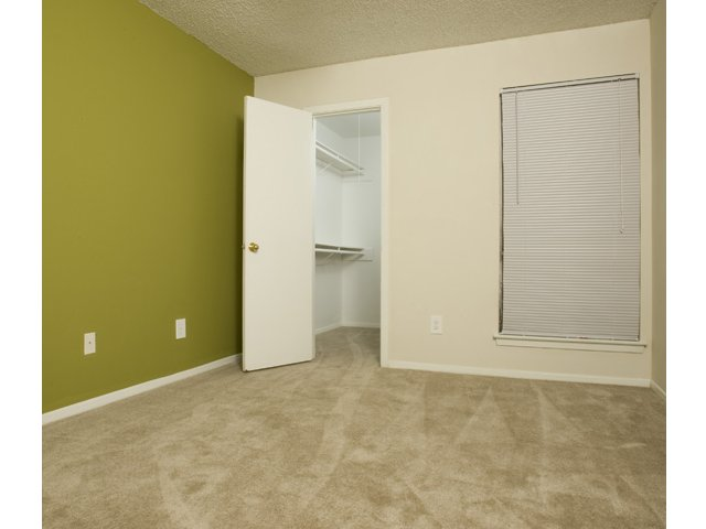 Trailwood Village Apartments for Rent in Kingwood, TX | Walk-In Closets