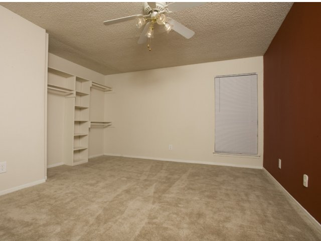 Trailwood Village Apartments for Rent in Kingwood, TX | Living Room with Ceiling Fan