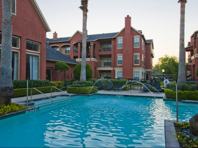 The Retreat at Eldridge Apartments for Rent Houston, TX | Swimming Pool