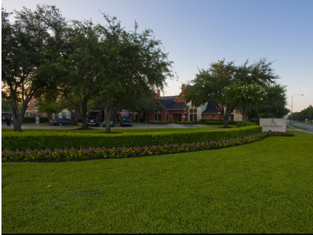 The Retreat at Eldridge Apartments for Rent Houston, TX | Landscaped Grounds