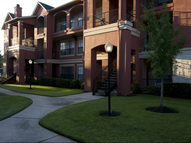 The Retreat at Eldridge Apartments for Rent in Houston, TX | Apartment Buildings