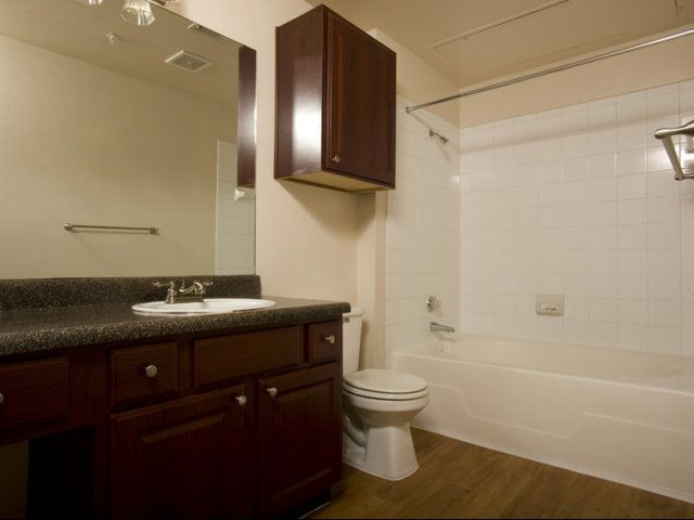 The Retreat at Eldridge Apartments for Rent in Houston, TX | Large Bathtubs