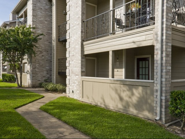 Cimarron Parkway | Katy, Texas Apartments For Rent | Private Patios