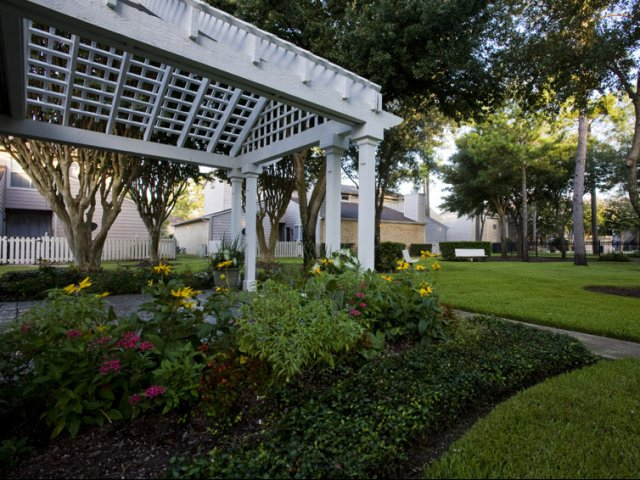 Central Park Regency | Apartments in Cypress, TX | Professionally Landscaped Grounds