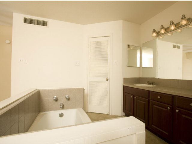 Central Park Regency | Cypress, Texas Apartments | Bathroom