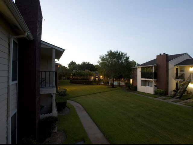 Hunt Club at Pin Oak | Apartments For Rent Katy, TX | Professionally Landscaped Grounds