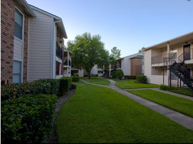 Hunt Club at Pin Oak   Apartments For Rent Katy, TX   Pet Friendly Walkways