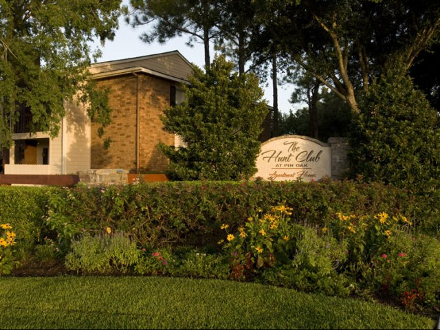 Hunt Club at Pin Oak | Apartments For Rent in Katy, TX | Entrance Sign