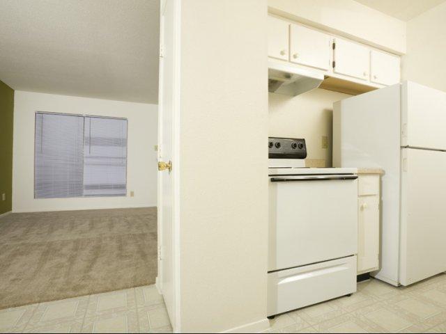 Steeplechase | Apartmetns for Rent in Alvin, TX | Kitchen