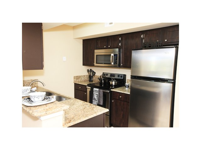Fairlake at Weston | Apartments in Weston, FL | Granite Kitchen Counters