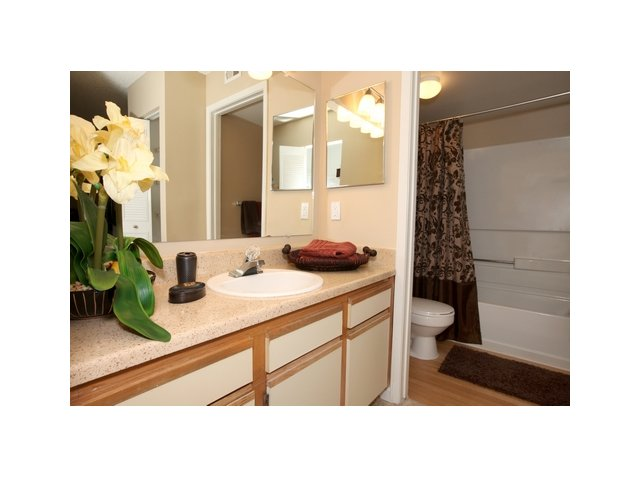 Fairlake at Weston | Apartmetns in Weston, Florida | Large Bathroom with Vanities