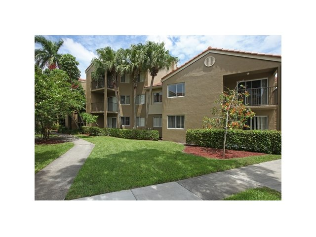 Fairlake at Weston | Apartments for Rent Weston, FL | Apartment Exterior
