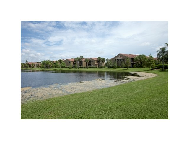 Fairlake at Weston | Apartments in Weston, Florida | Lake Views