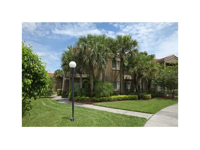 Fairlake at Weston | Apartments for Rent Weston, FL | Landscaped Grounds