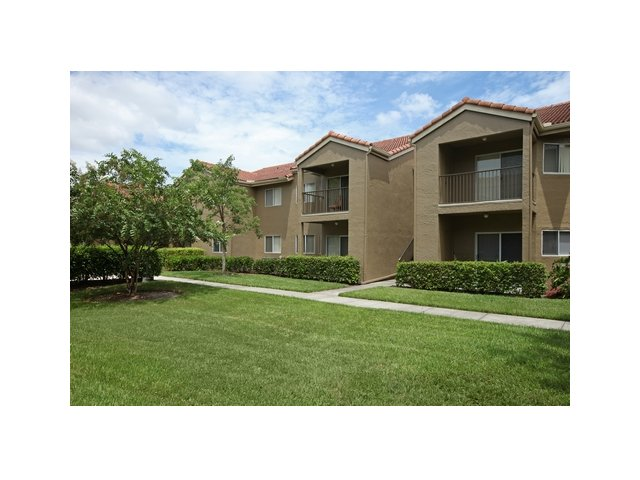 Fairlake at Weston | Apartments for Rent Weston, FL | Building Exterior and Grounds