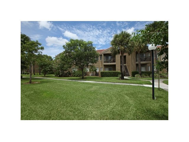 Fairlake at Weston | Apartments for Rent Weston, FL | Apartment Complex