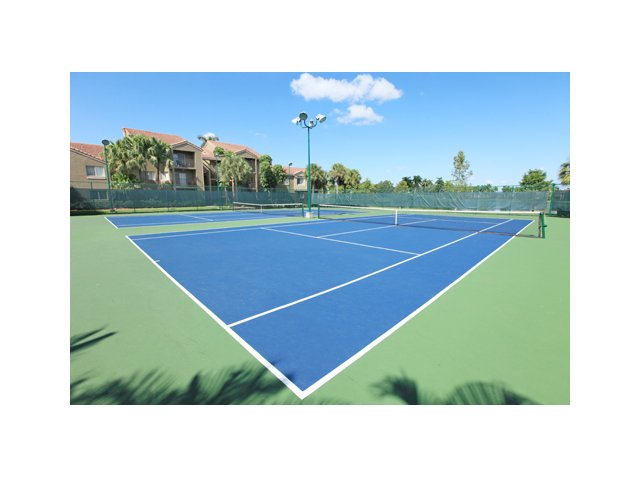Fairlake at Weston | Apartments in Weston, Florida | Lighted Tennis Courts