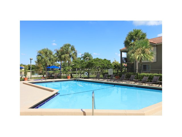 Fairlake at Weston | Apartments for Rent in Weston, FL | Community Pool