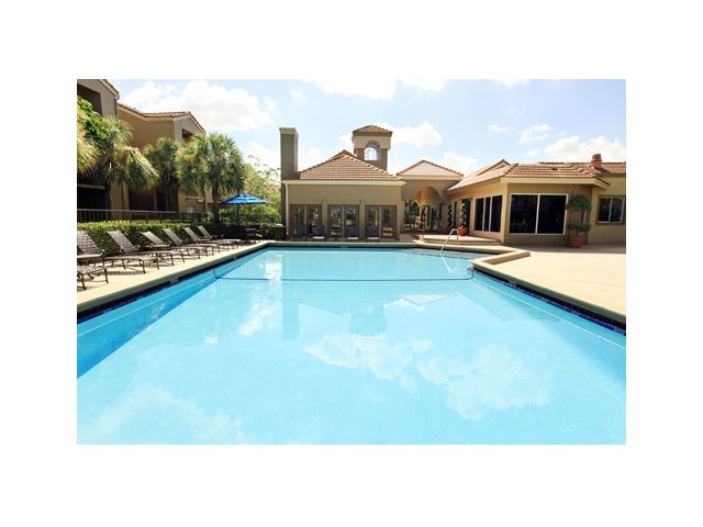 Fairlake at Weston | Apartments for Rent Weston, FL | Resort Style Pool