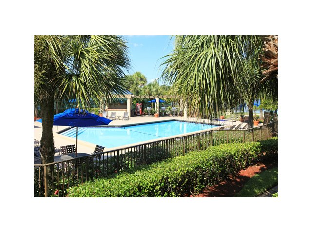 Fairlake at Weston | Weston, FL Apartments | Community Swimming Pool