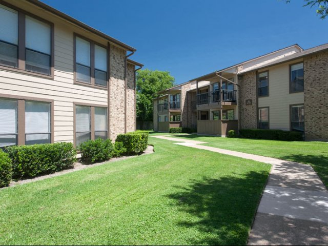 Canyon Ridge | Apartment Rentals in Rockwall, Texas | Private patios and balconies