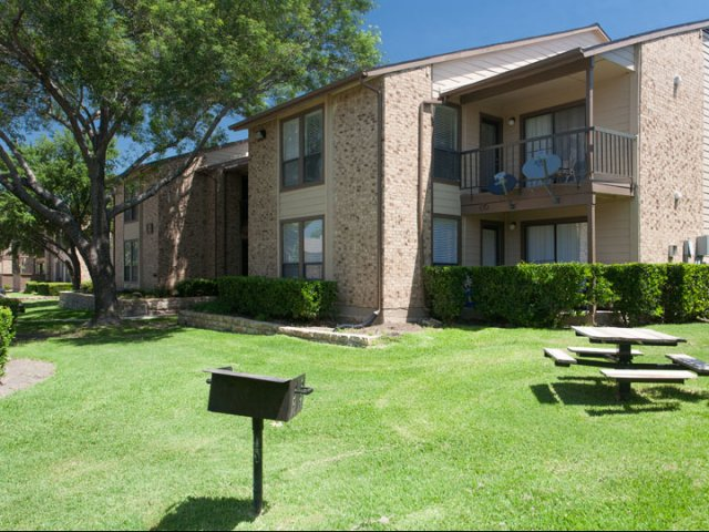 Canyon Ridge | Apartments for Rent Rockwall, TX | Pet Friendly Picnic Area