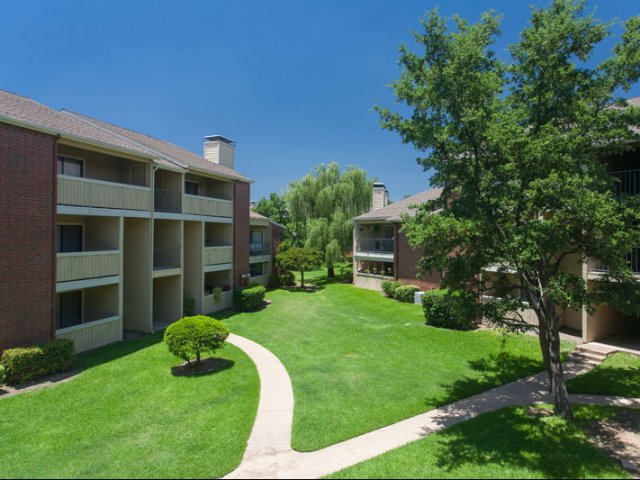 Springfield | Apartments for Rent in Mesquite, TX | Landscaped Grounds