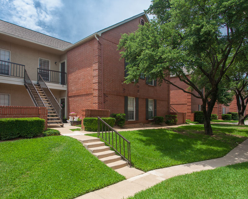 Summers Landing Apartments for Rent in Fort Worth, TX | Building Exteriors