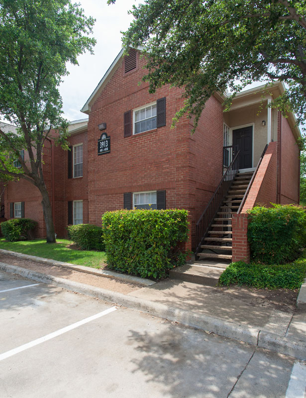 Summers Landing Apartments for Rent in Fort Worth, TX | Apartment Exteriors