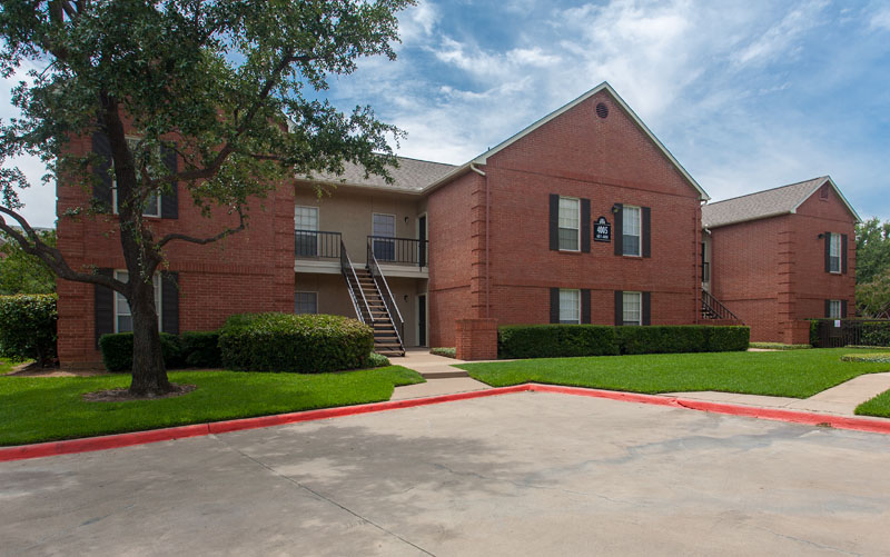 Summers Landing Apartments for Rent in Fort Worth, TX | Parking Lot and Exterior