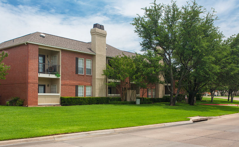 Summers Landing Apartments for Rent in Fort Worth, TX | Beautiful Grounds
