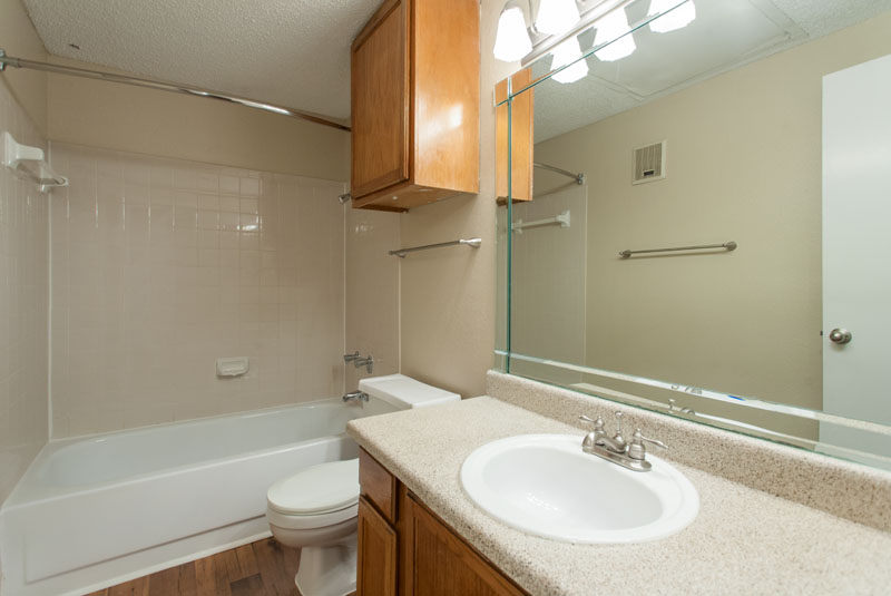 Summers Landing Apartments for Rent in Fort Worth, TX | Bathroom