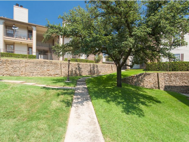Arbor Creek | Apartment Rentals in Lewisville, Texas | Courtyard