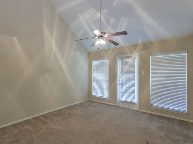 Arbor Creek | Lewisville, Texas Apartments for Rent | Living Room