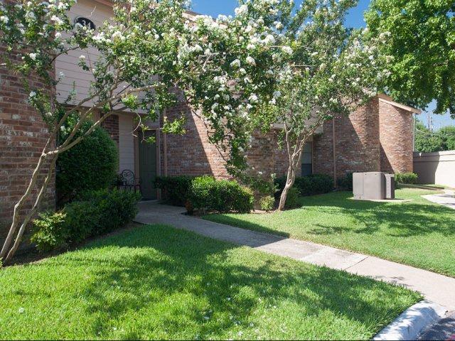 Preston Greens | Apartments For Rent in Dallas, TX | Building Exteriors