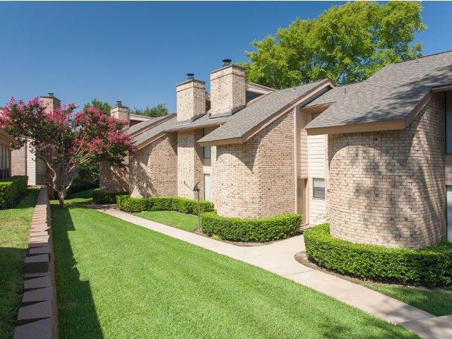 Preston Greens | Apartments For Rent in Dallas, TX | Greenbelt